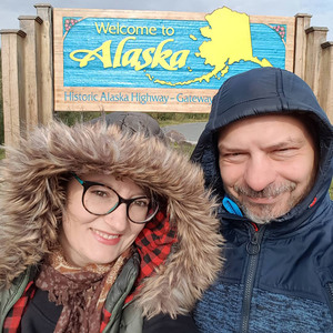 alaska sign smiling pair