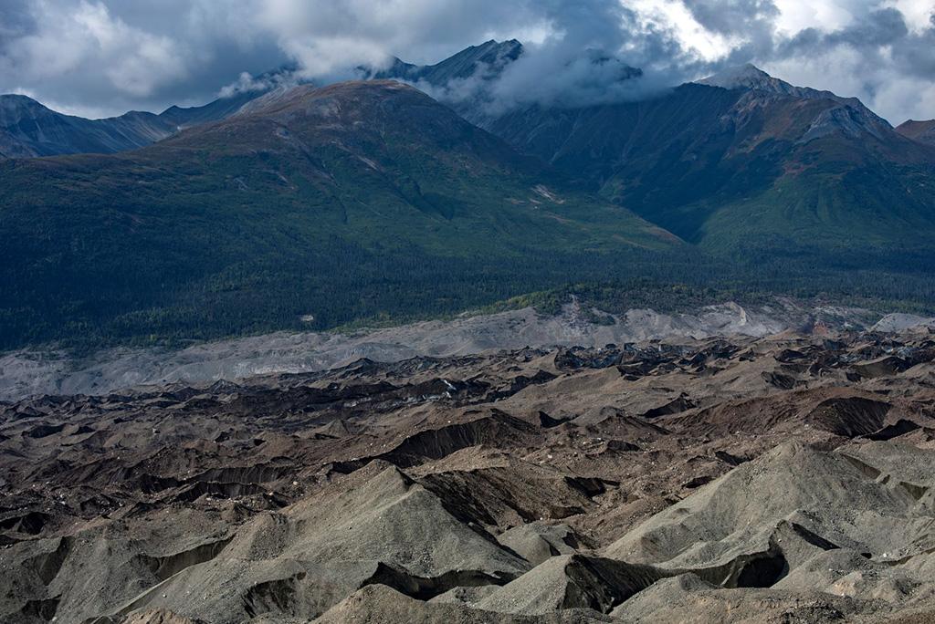 mountains next to kennicott alaska