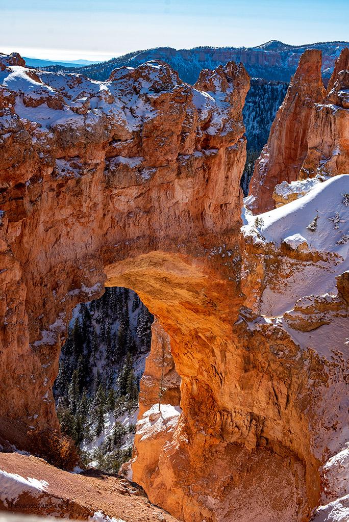 Bryce Canyon hoodoos natural bridge